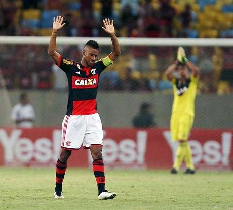 Jogo de despedida de Léo Moura pelo Flamengo; passado rubro-negro prejudicou acerto com Vasco
