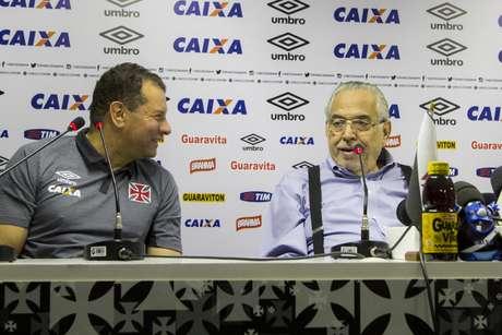 Eurico Miranda apresenta Celso Roth como novo treinador do Vasco