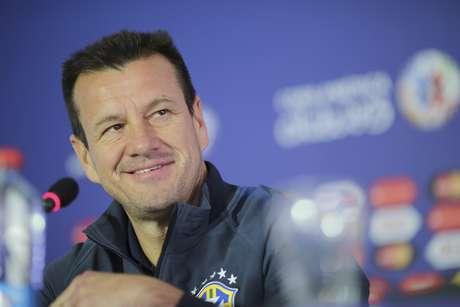 Dunga tentará retomar o caminho das vitórias após eliminação desastrosa na Copa América