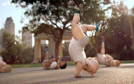 """Na paródia com a música """"Dança Kuduro"""", bebês caem na graça dos brasileiros e lideram o ranking"""