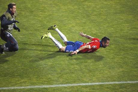 Isla desliza após marcar gol da vitória chilena