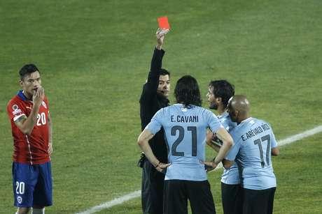 Sandro Meira Ricci expulsa Cavani no começo do segundo tempo