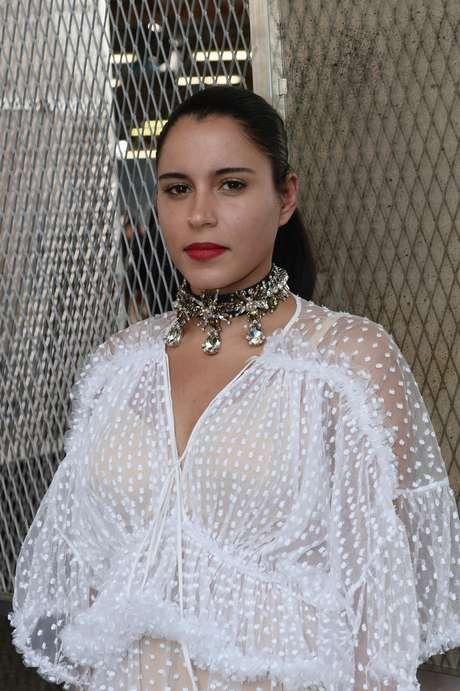 A brasileira Marina Morena, filha de criação do cantor Gilberto Gil, esteve no desfile