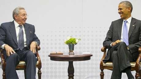 Cúpula das Américas em abril foi palco de encontro histórico entre Obama e Raúl Castro, marcando início do reatamento entre EUA e Cuba