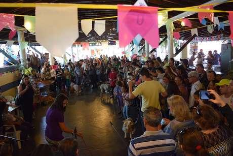 Realizado em Bauru, o Arraiáu dos Pets, reuniu cães vestidos com tema das festas juninas