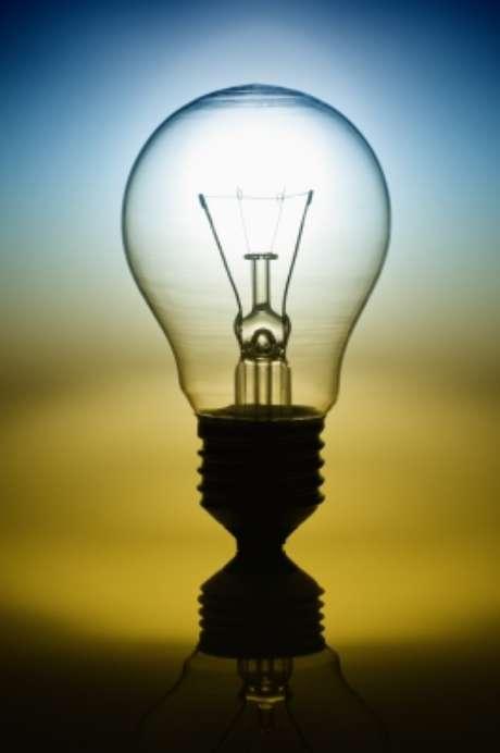 As lâmpadas mais usadas pelos brasileiros vão desaparecer do mercado pois não atendem os índices mínimos de eficiência luminosa