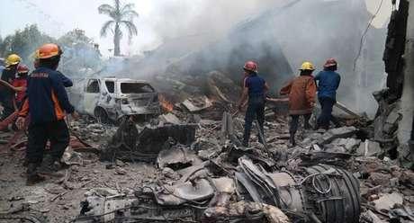 Acidente de avião militar na Indonésia deixou 141 mortos