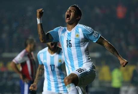Rojo vibra após abrir placar para Argentina