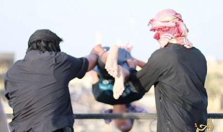 Acusados de homossexualidade foram atirados do alto de um edifício no Iraque