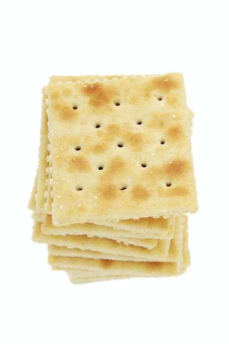 A endocrinologista Flávia recomenda substituir por cookies integrais enriquecidos com castanha.