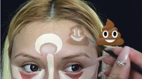 Para dar ar de brincadeira, fez um emoji de cocô na testa para representar a negatividade