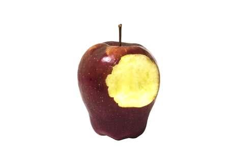 As frutas e os legumes mais duros e fibrosos, como a maçã, cenoura e pêra, precisam ser consumidos com cuidado, pois podem abalar as estruturas do aparelho, coma-os picados