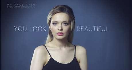 """Com o rosto maquiado, recebeu alguns elogios, como """"você está bonita"""""""