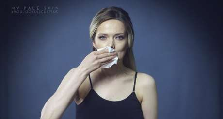 """A blogueira decide limpar o rosto e deixa a mensagem: """"você é bonita"""""""