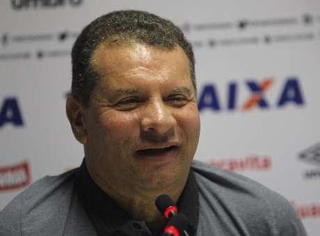 FOTOS - Celso Roth é apresentado pelo Vasco