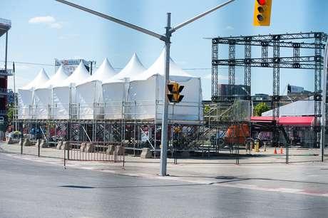 Estruturar metálicas ainda são erguidas em parque a sete dias da abertura