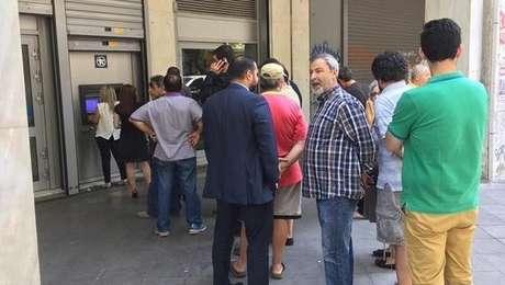 Gregos ainda só podem sacar 60 euros por dia