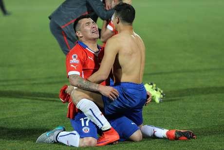 Medel expressa a emoção do Chile após a conquista do seu primeiro grande título da história no futebol profissional