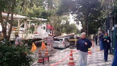 O acidente danificou dois carros na alameda Barão de Limeira