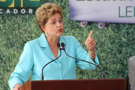 Presidente Dilma Rousseff diz não haver base real para impeachment e que não teme oposição.
