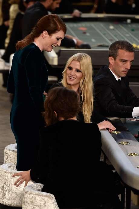 Kristen e Julianne se juntaram à top Lara Stone