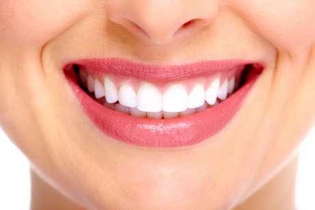 Durabilidade, resistência, brilho e semelhança com dente naturais fazem da porcelana o queridinho quando o assunto é restauração