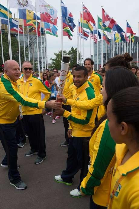 Atletas compareceram à cerimônia de hasteamento da bandeira