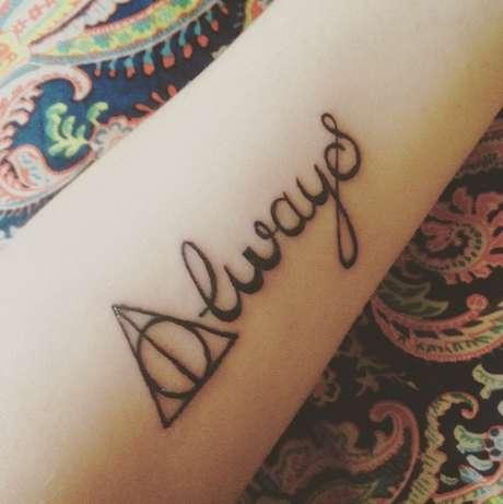 """""""Always"""" (""""Sempre""""), referência ao personagem Severus Snape em Harry Potter e as Relíquias da Morte, de J.K. Rowling"""