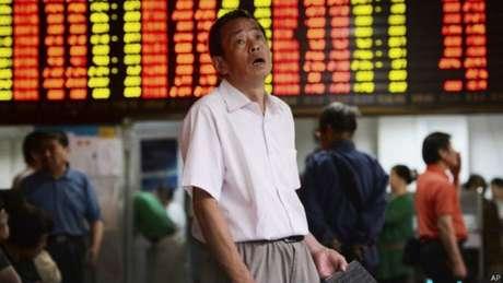 Ações na bolsa de Xangai caíram 30% em três semanas