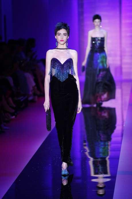 Karl Lagerfeld colocou perucas nas modelos radicalizando o cabelo Chanel, agora bem curto atrás