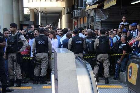 Policiais fecharam a estação após o crime