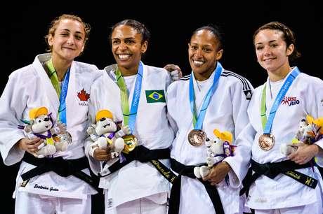 """Americana Angélica Delgado (primeira da dir. para esquerda) conseguiu sair com bronze, mesmo após """"dia maluco"""""""