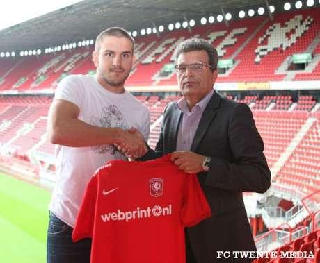 Bruno Uvini foi emprestado pelo Napoli ao Twente; zagueiro não jogo há oito meses