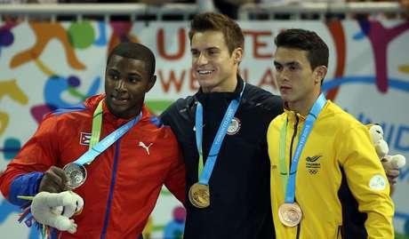 No pódio do individual geral em Toronto estão Manrique Larduet, Samuel Mikulak e Jossimar Calvo (da esq. para dir.)