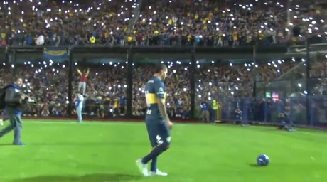 Tevez encheu o estádio de La Bombonera para sua apresentação como jogador do Boca