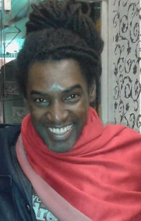 Carlos Álvarez milita pela causa afro na Agrupación Xangô, Comissão de Afrodescendentes e Africanos do Conselho Consultivo da Chancelaria e na Secretaria de Direitos Humanos