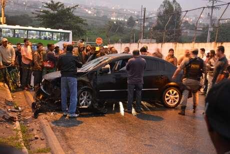 Vítima foi alvejada enquanto dirigia