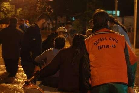 Famílias resgatadas na cidade de Esteio
