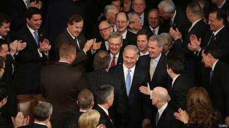 O primeiro-ministro de Israel, Benjamin Netanyahu, visitou o Congresso dos EUA em março, convidado pela oposição, para criticar as negociações com o Irã.