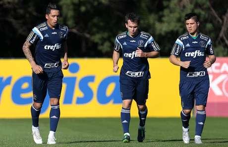 Lucas Barrios fez o seu primeiro treino com o Palmeiras nesta terça-feira