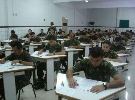 Seleção do Exército para oficiais e capelães exige curso superior em áreas específicas
