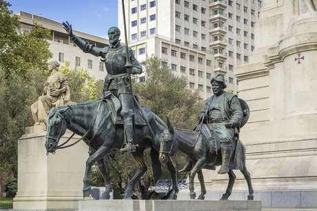 Principais personagens da obra de Cervantes, Dom Quixote e Sancho Pança têm estátua em Madri, capital espanhola