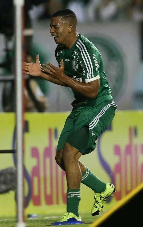 Gabriel Jesus marcou seu primeiro gol como profissional na vitória contra o ASA