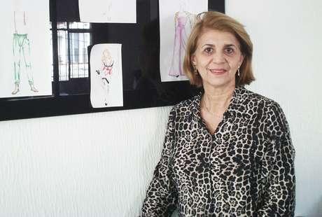 Lucila teve de interromper a carreira de professora de costura para tratar um câncer, e hoje, aos 65 anos, é dona de uma unidade da Sigbol