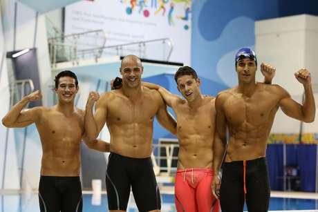 Luiz Melo, João de Lucca, Thiago Pereira e Nicolas Oliveira festejam ouro no 4x200 m livre