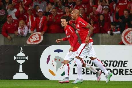 Valdivia fez o segundo gol do Inter