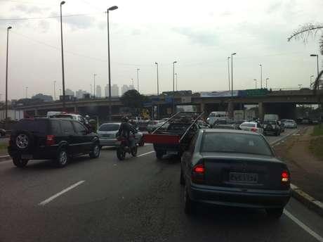 O acidente provocou lentidão na Marginal Tietê
