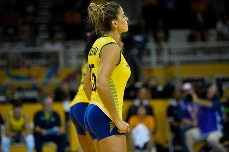 Ponteira tenta se firmar na Seleção de vôlei