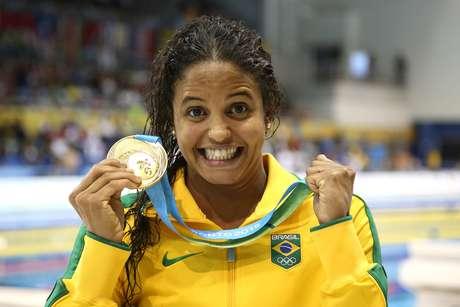 Etiene Medeiros conquistou o ouro inédito dos 100 m costas