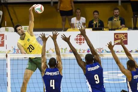 Jimenez (primeiro da esq. para direita) foi quem mais provocou Seleção Brasileira no confronto